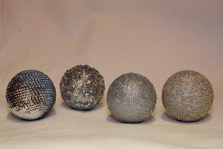 bh49055s weihnachtskugeln 4er set mit glitter silber k nstliche pflanzen kunstpalmen. Black Bedroom Furniture Sets. Home Design Ideas